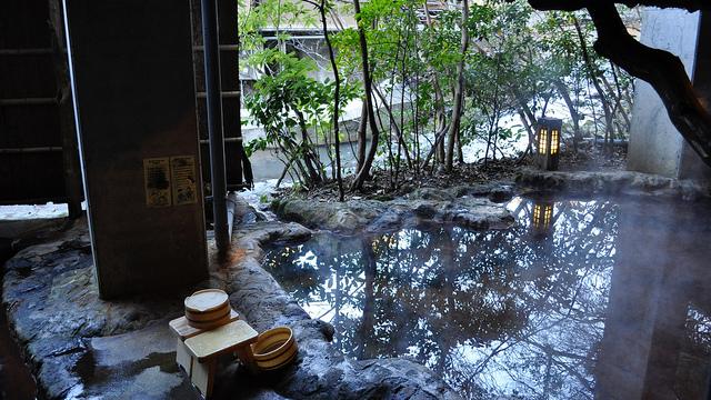 onsen-japanese-hot-spring-1